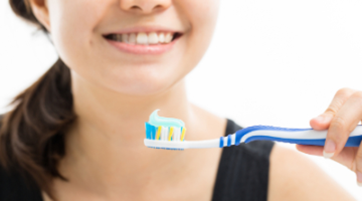 Content Dam Diq Online Articles 2017 08 Woman Holding Toothbrush Dreamstime Thumb