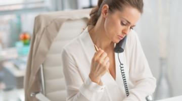 Content Dam Diq Online Articles 2018 05 Dental Front Office On Phone 1